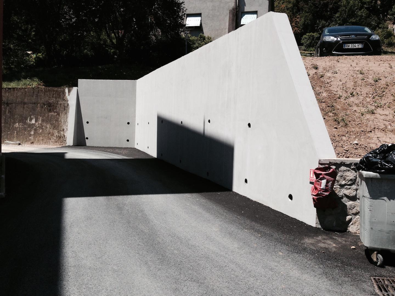 Mur soutènement béton banché
